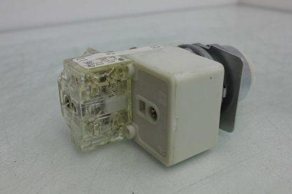 Square D 9001 KM1 30mm White Pilot Indicator Light 110 120V AC Used 172502018569 18